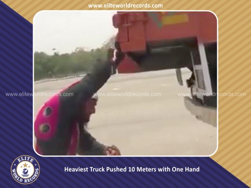Heaviest Truck Pushed 10 Meters with One Hand